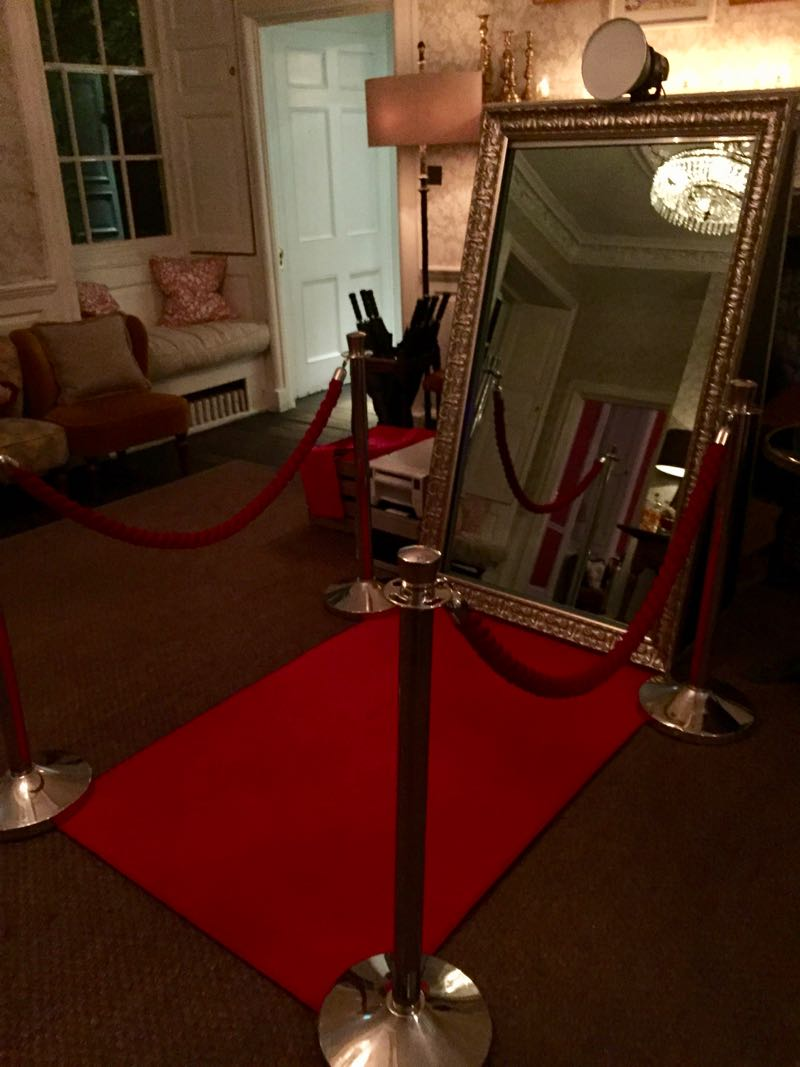 Image of a magic mirror in a hotel reception