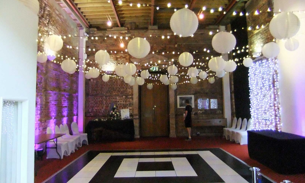Wedding lighting design hire supplystylish wedding entertainment